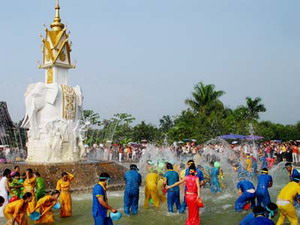 Yunnan Water Splashing Festival Tour