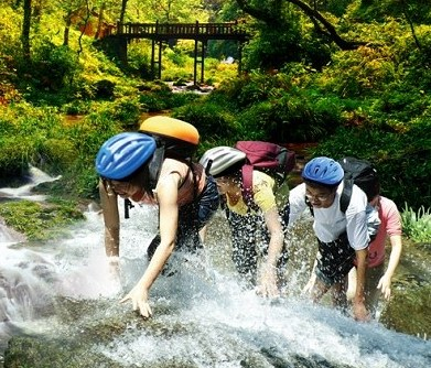 climbing up Gudong Waterfall
